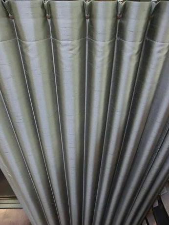 冬の寒さ対策、階段ホールヘはプリーツカーテンを!_e0133255_1814666.jpg