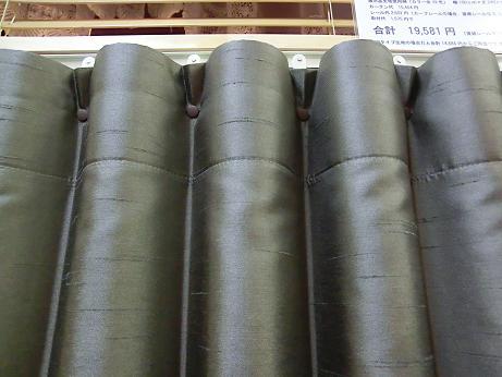 冬の寒さ対策、階段ホールヘはプリーツカーテンを!_e0133255_18151990.jpg