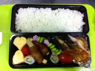焼き魚弁当。_f0098671_7315362.jpg