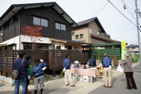 建物完成見学会 「まゆ」に包まれた和室のある家_e0164563_1336446.jpg