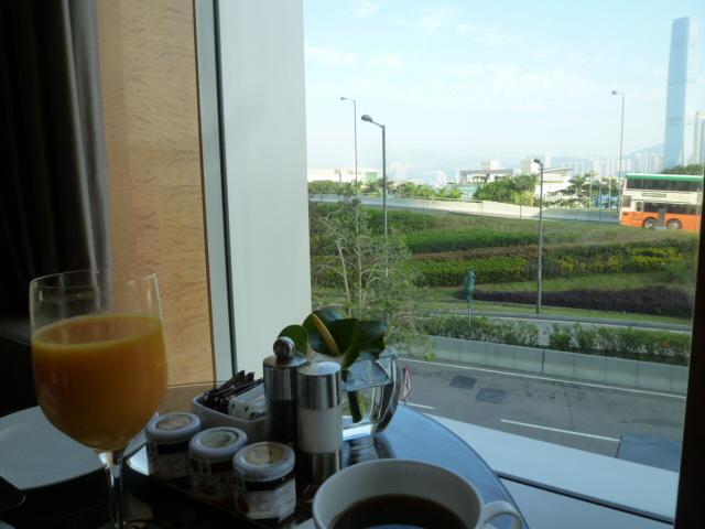 朝ごはん、そしてまたプール(笑_c0100865_223746100.jpg