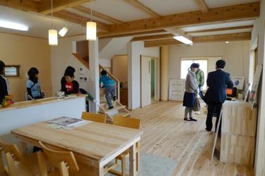 中井の家OMソーラーの家完成!!_b0112371_1735739.jpg