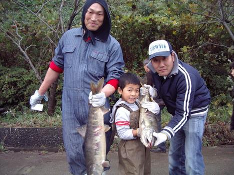 鮭のつかみ取り_a0191922_11414920.jpg