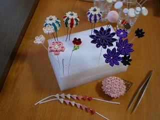 小花のパーツと、お弁当。_e0168583_8124545.jpg