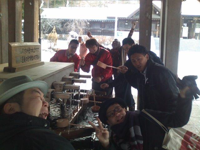 ランクル TOMMY札幌店 12月1日 月初、神宮参拝!_b0127002_2123298.jpg