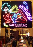 バーニーズ・ニューヨークにレディ・ガガさんホリデー・ウィンドウ登場_b0007805_22134770.jpg