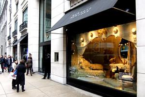 バーニーズ・ニューヨークにレディ・ガガさんホリデー・ウィンドウ登場_b0007805_22135585.jpg