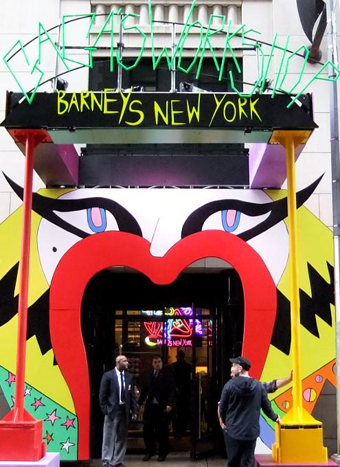 バーニーズ・ニューヨークにレディ・ガガさんホリデー・ウィンドウ登場_b0007805_22151794.jpg