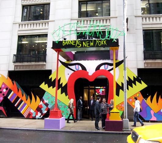 バーニーズ・ニューヨークにレディ・ガガさんホリデー・ウィンドウ登場_b0007805_22163265.jpg