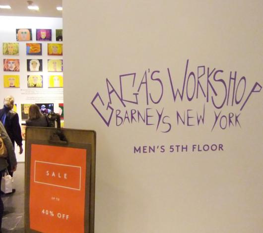 バーニーズ・ニューヨークで見かけたレディ・ガガさんの似顔絵展示会_b0007805_13574585.jpg