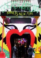 バーニーズ・ニューヨークで見かけたレディ・ガガさんの似顔絵展示会_b0007805_13575319.jpg