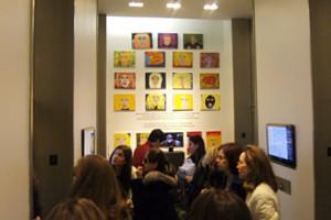 バーニーズ・ニューヨークで見かけたレディ・ガガさんの似顔絵展示会_b0007805_1358148.jpg