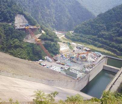 徳山水力発電所 営業開始 1年延期_f0197754_17435374.jpg