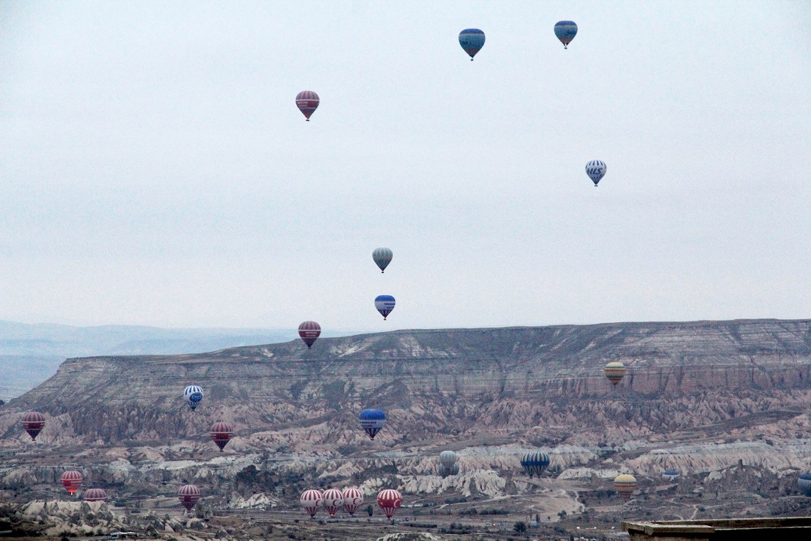 カッパドキア・ケイブ・リゾートの近くから観える気球       カッパドキア その4  _a0107574_228354.jpg