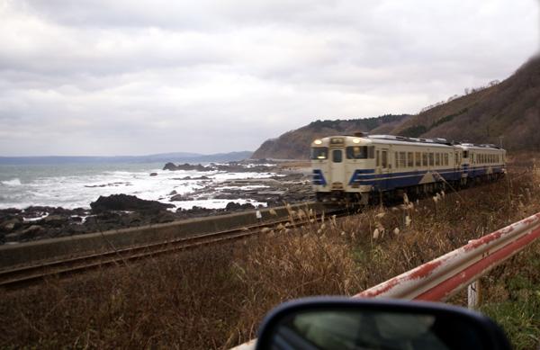 初冬の日本海。五能線と茅葺き民家など_a0136293_17482261.jpg