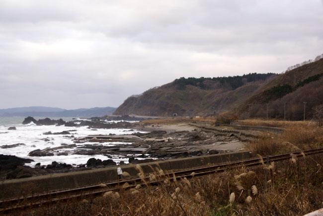 初冬の日本海。五能線と茅葺き民家など_a0136293_17502598.jpg