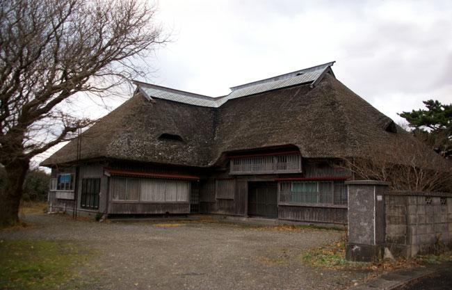 初冬の日本海。五能線と茅葺き民家など_a0136293_17534747.jpg