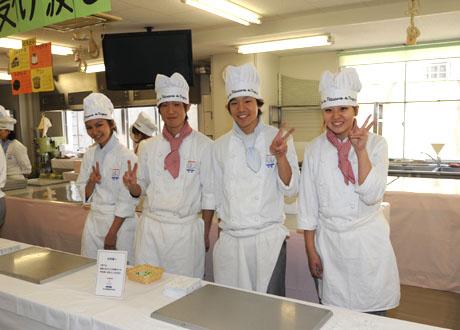 名古屋製菓専門学校第13回パンフェスティバル開催してます。_b0110019_13232978.jpg