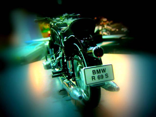 このバイクは何でしょう?_e0254365_21244693.jpg
