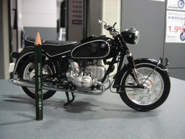 このバイクは何でしょう?_e0254365_21431744.jpg