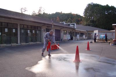 消防訓練と炊き出し訓練を実施しました。_a0154110_16412280.jpg