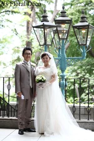 白とグリーンのクラッチブーケ 山の上ホテルのおふたりに_b0113510_2205292.jpg