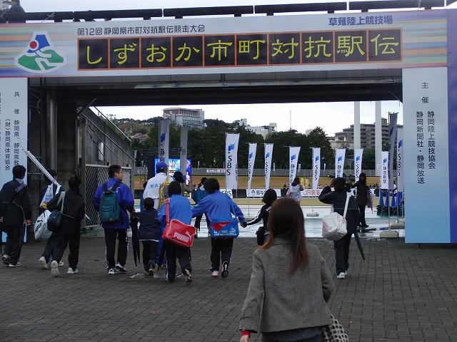 雨の中、懸命に走る選手に勇気をもらう「県市町対抗駅伝」_f0141310_7411720.jpg