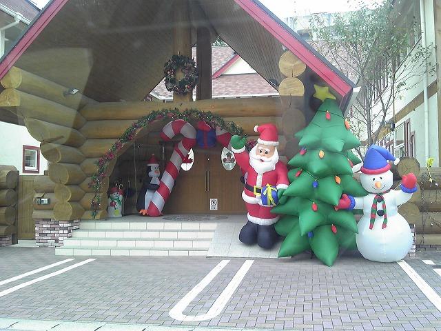 クリスマスの飾りが目立ってきました_c0108065_9475520.jpg