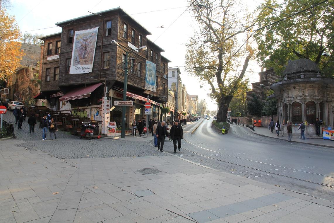 地下宮殿出口~ギュルハネ公園   イスタンブール その12_a0107574_18404898.jpg