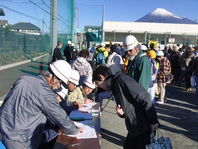 富士高を避難所とする近隣4区の合同避難所訓練 その1_f0141310_832161.jpg