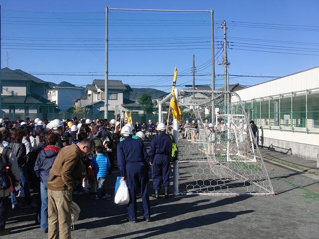 富士高を避難所とする近隣4区の合同避難所訓練 その1_f0141310_8321711.jpg