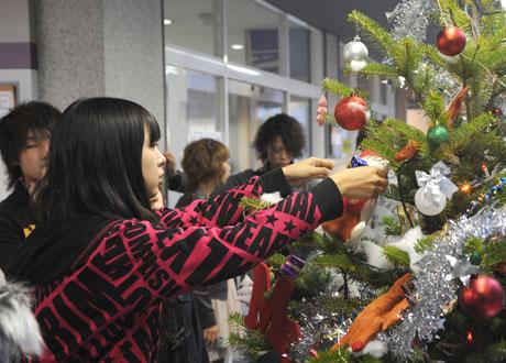 名古屋ファッション専門学校の学生によるクリスマスツリーのディスプレイ2011_b0110019_1881495.jpg