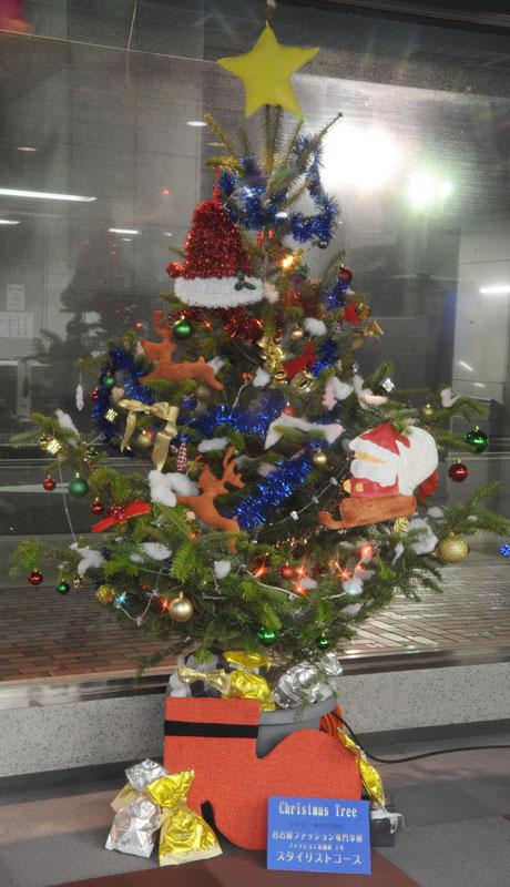 名古屋ファッション専門学校の学生によるクリスマスツリーのディスプレイ2011_b0110019_1882090.jpg