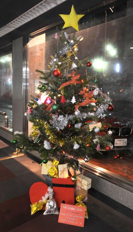 名古屋ファッション専門学校の学生によるクリスマスツリーのディスプレイ2011_b0110019_1882691.jpg
