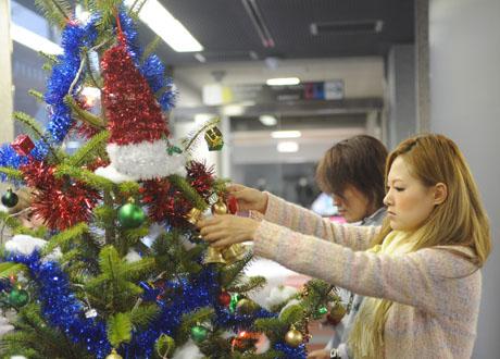名古屋ファッション専門学校の学生によるクリスマスツリーのディスプレイ2011_b0110019_188971.jpg