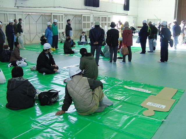 富士高を避難所とする近隣4区の合同避難所訓練 その2_f0141310_828119.jpg