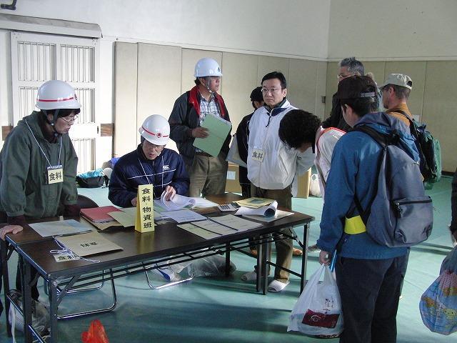富士高を避難所とする近隣4区の合同避難所訓練 その2_f0141310_8284577.jpg