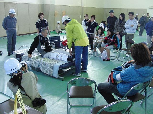 富士高を避難所とする近隣4区の合同避難所訓練 その2_f0141310_8302671.jpg