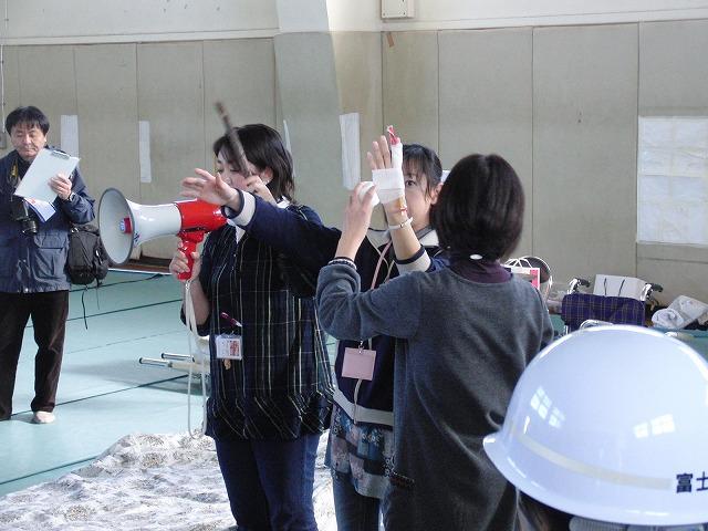 富士高を避難所とする近隣4区の合同避難所訓練 その2_f0141310_8303250.jpg