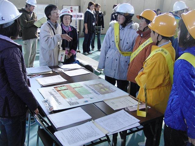 富士高を避難所とする近隣4区の合同避難所訓練 その2_f0141310_8305416.jpg