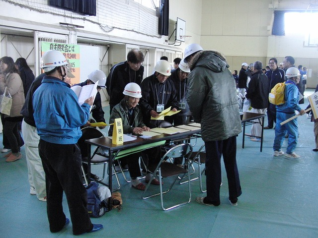 富士高を避難所とする近隣4区の合同避難所訓練 その2_f0141310_831851.jpg