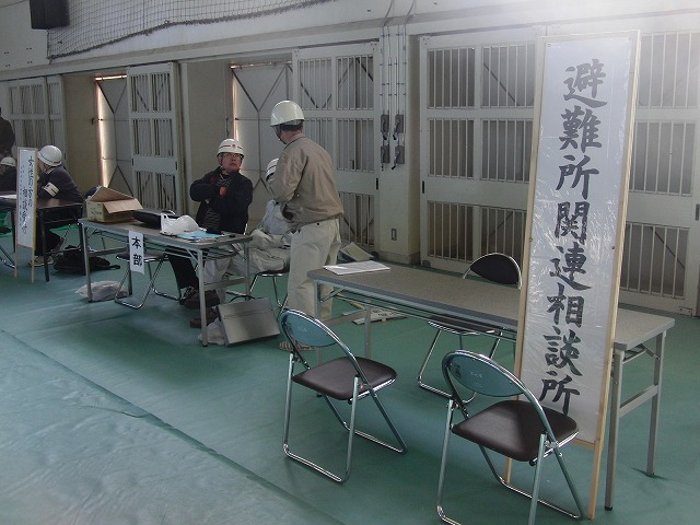 富士高を避難所とする近隣4区の合同避難所訓練 その2_f0141310_832134.jpg