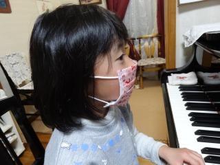 キティちゃんのマスク_d0165645_9372275.jpg
