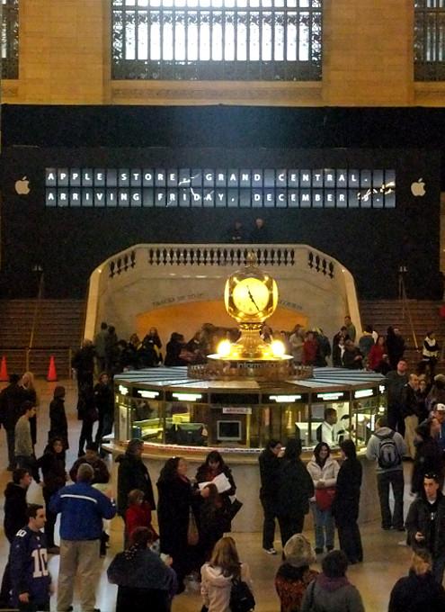 アップル・ストア(グランドセントラル駅店)、今週12/9(金)午前10時いよいよオープンへ!!! _b0007805_1592446.jpg