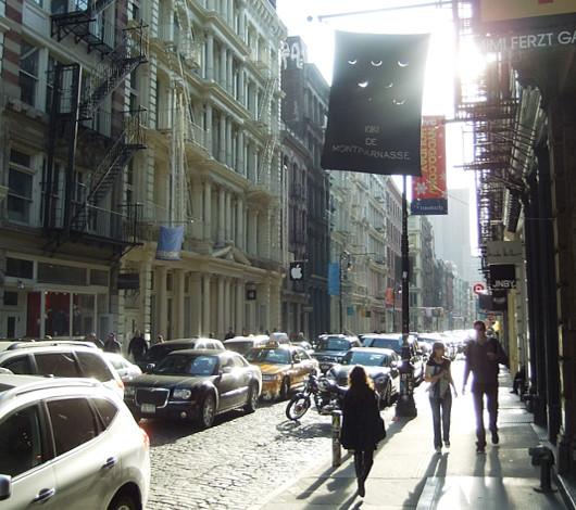 ニューヨークのアップル・ストア(SOHO店)は改装工事中_b0007805_46983.jpg