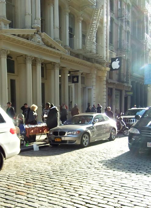 ニューヨークのアップル・ストア(SOHO店)は改装工事中_b0007805_4851100.jpg