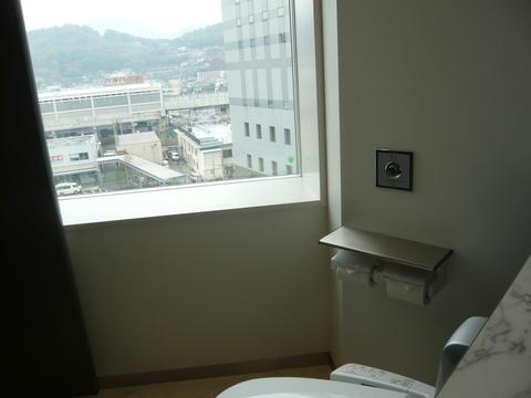 新幹線が見えるトイレ_b0228113_1584072.jpg