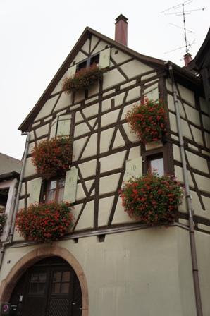 フランスの最も美しい村エギスアイムとコルマールを訪ねる_a0138976_18115737.jpg