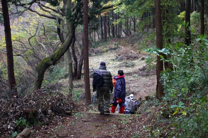 六国見山森林公園の夫婦桜近くを臨時手入れ(12・8)_c0014967_927099.jpg