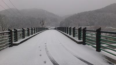 雪降っちゃいましたねぇ・・・_b0219993_16201055.jpg